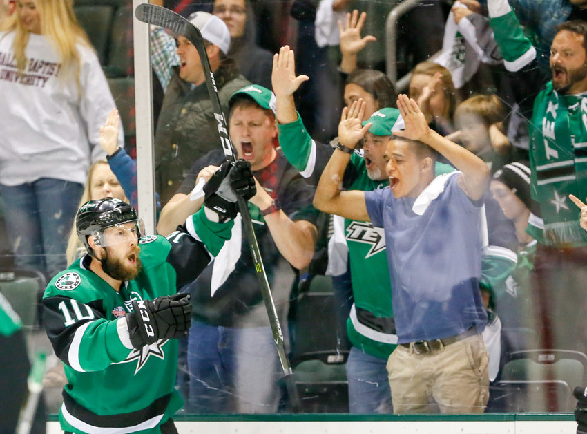 Justin Dowling scored the game-winning goal in the third period Thursday night and the Texas Stars beat the Toronto Marlies 3-2 in Game 4 of the Calder Cup Finals. The series is tied 2-2 with Game 5 taking place Saturday at 7 p.m. at HEB Center.