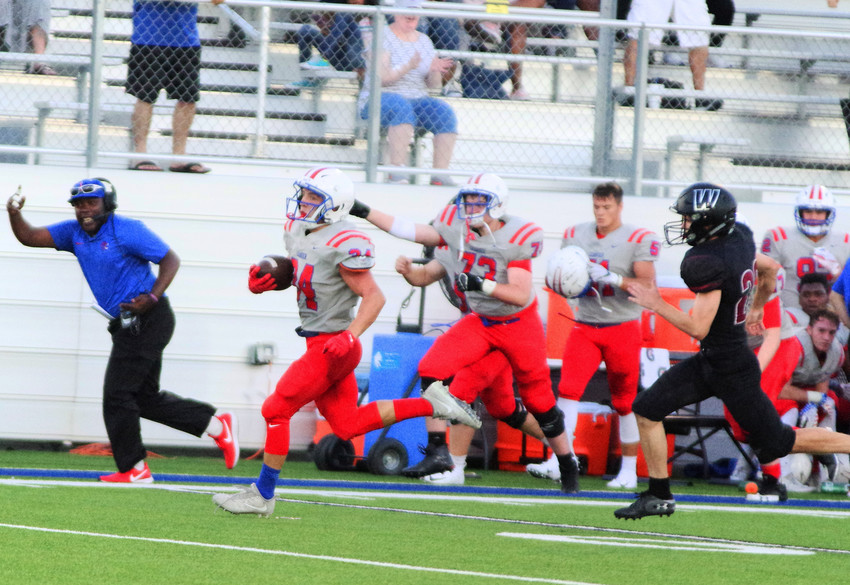 Addison LaRue (34) close to his 89-yard touchdown against Weiss at the Pfield August 30, 2018
