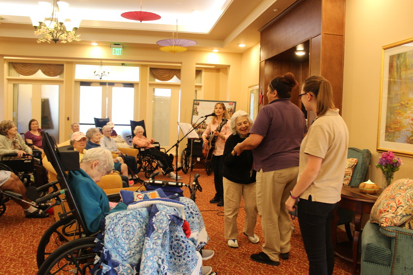 Residents of Poet's Walk Cedar Park enjoy a performance by visiting musician India Taylor on Sept. 29.
