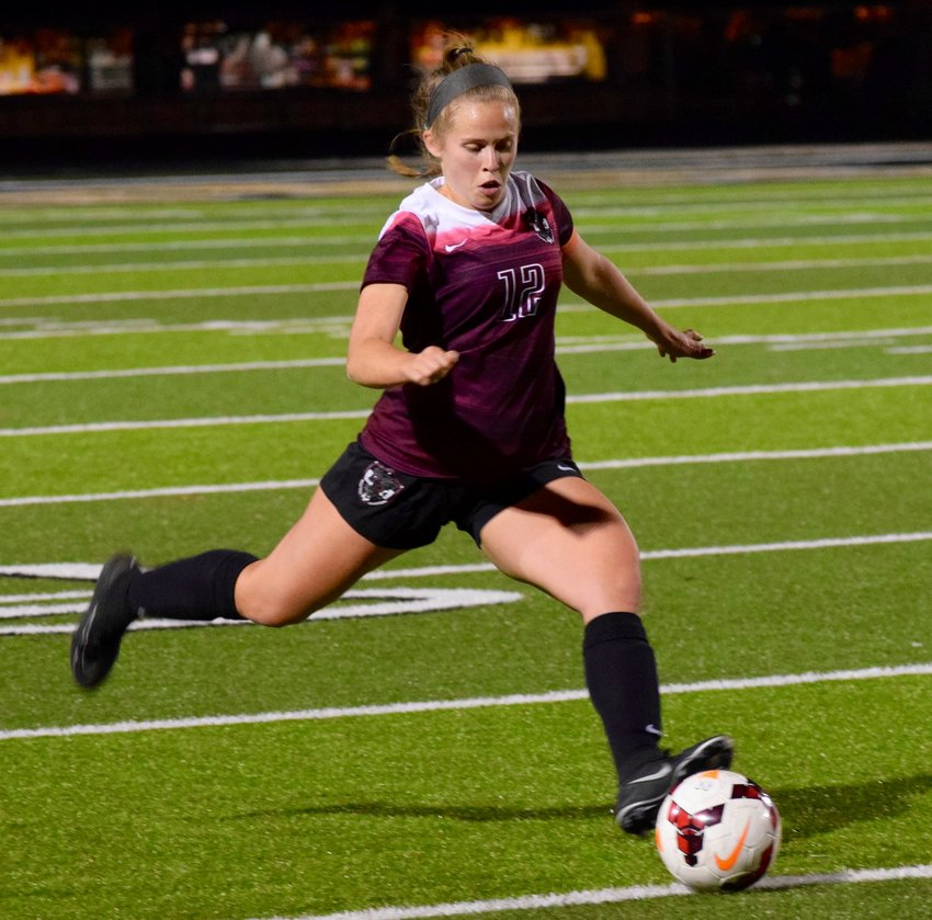 Hannah Ager and Round Rock beat Oak Ridge 4-0 on Tuesday at Giddings High School. The Lady Dragons face The Woodlands in the third round later this week.