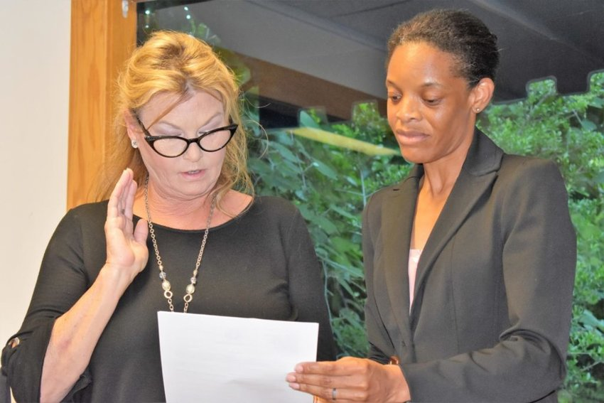 Village of Volente Mayor Jana Nace (left) takes her oath of office from temporary city secretary Nanette Akinleye during the July 2 meeting.