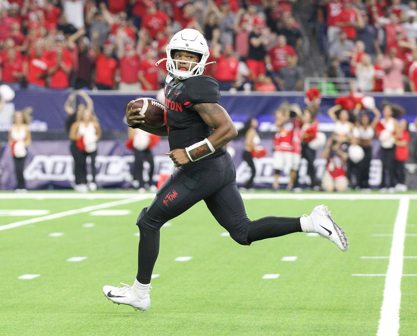 Houston Cougars quarterback D'Eriq King (4) carries the ball during an NCAA football game between the Houston Cougars and the Washington State Cougars at NRG Stadium in Houston, Texas, on September 13, 2019.