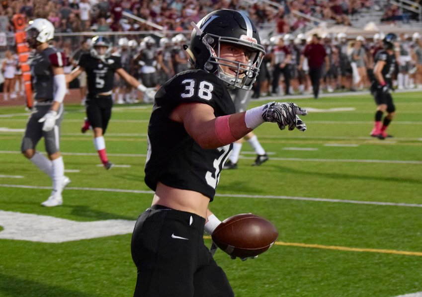 Brady Middleton caught two touchdown passes, and Vandegrift beat Round Rock 32-25 on Friday night to stay perfect on the season.