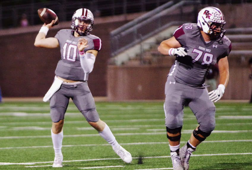 Round Rock Dragon's quarterback Seth Ford (10) passes against the Stony Point Tigers at Kelly Reeves Stadium, Austin, Texas on October 18th, 2019.