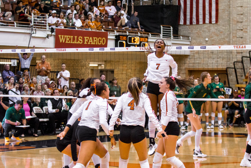 Asjia O'Neal finished with five kills and three digs, and No. 4 Texas swept No. 1 Baylor at home on Wednesday night.