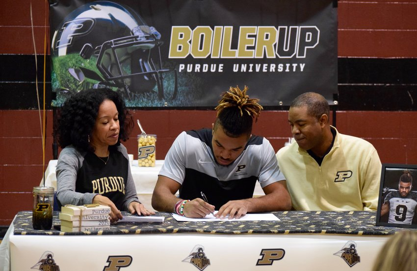 Round Rock wide receiver Collin Sullivan signed his National Letter of Intent on Wednesday to play football at Purdue.