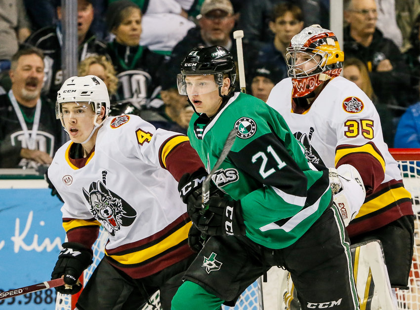 Riley Tufte (21) and the Texas Stars closed out the first half of the regular season with a split against the Chicago Wolves.