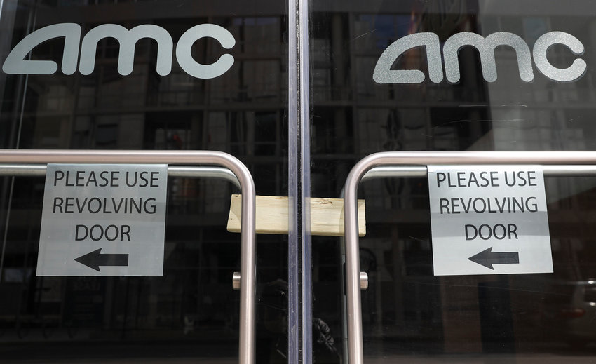 The closed AMC theaters on East Illinois Street in Chicago on April 3, 2020. (Abel Uribe/Chicago Tribune/TNS)