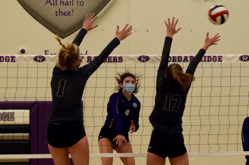 Senior Alexis Ford led Cedar Ridge with 20 kills on Tuesday night, and the Raiders beat Vandegrift to remain unbeaten in District 25-6A.
