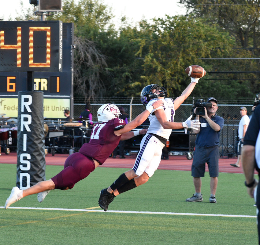 Cedar Ridge Zane Wofford caught a touchdown in the first quarter, and the Raiders beat Round Rock 21-13 Friday night at Dragon Stadium for their sixth straight win in the series.