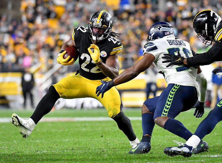 Pittsburgh Steelers running back Najee Harris carries against the Seattle Seahawks in the second quarter, Sunday, Oct. 17, 2021, at Heinz Field in Pittsburgh. (Matt Freed/Pittsburgh Post-Gazette/TNS)