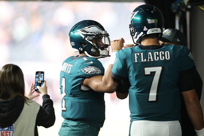 Philadelphia Eagles starting quarterback Jalen Hurts fist-bumps Joe Flacco before taking the field. They should switch roles. (David Maialetti/The Philadelphia Inquirer/TNS)