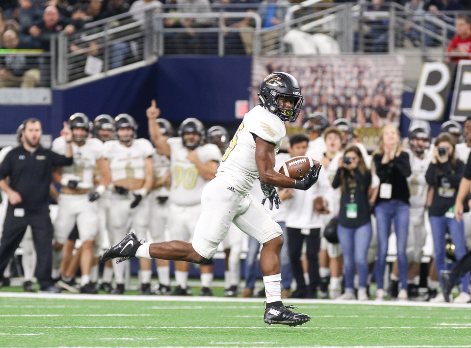 Pleasant Grove Hawks senior TJ Cole (15) runs for a touchdown during the first quarter of the UIL Class 4A Division II state football championship game between West Orange-Stark High School and Pleasant Grove High School at AT&T Stadium in Arlington, Texas, on December 22, 2017.
