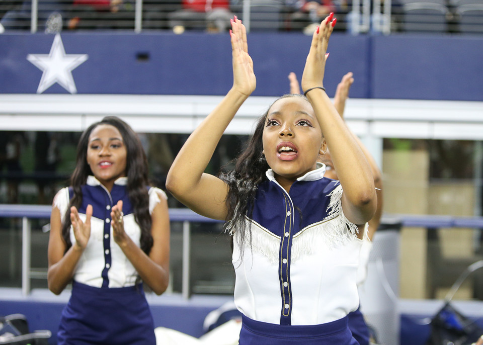 The West Orange-Stark Mustangs cheerleaders during the UIL Class 4A Division II state football championship game between West Orange-Stark High School and Pleasant Grove High School at AT&T Stadium in Arlington, Texas, on December 22, 2017.