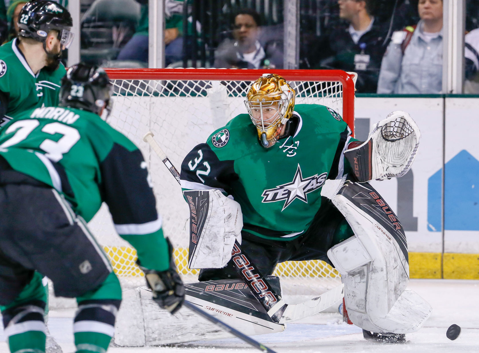 Justin Peters earned his first win with the Stars Saturday night against the San Antonio Rampage.