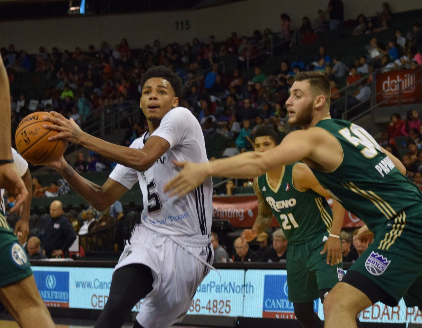 Dejounte Murray nearly had a triple-double, scoring 14 points, grabbing 10 rebounds and dishing out seven assists as the Austin Spurs beat the Reno Bighorns 115-92 Tuesday afternoon.
