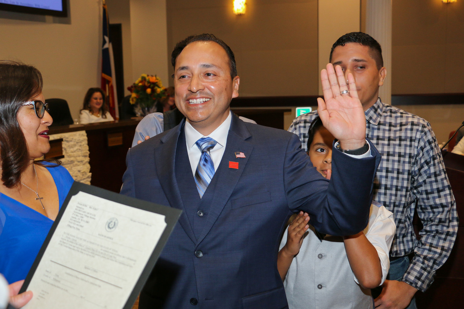Newly-elected Place 6 council member Dorian Chavez is sworn in during the May 24, 2018 Cedar Park city council meeting.