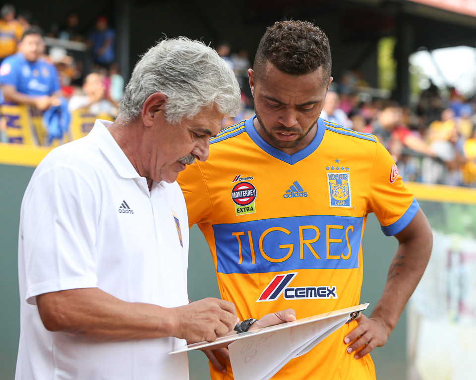 Tigres manager Ricardo Ferretti talks with defender Rafael De Souza (5) during the halftime break in a Liga MX friendly match between Tigres and Pachuca at Dell Diamond in Round Rock, Texas, on July 8, 2018.