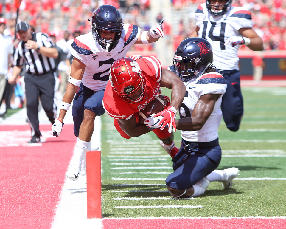 Houston Cougars running back Patrick Carr (21) carries the ball on a 39-yard run to the 1-yard line during an NCAA football game between Houston and Arizona on Saturday, Sept 8, 2018 in Houston, Texas.