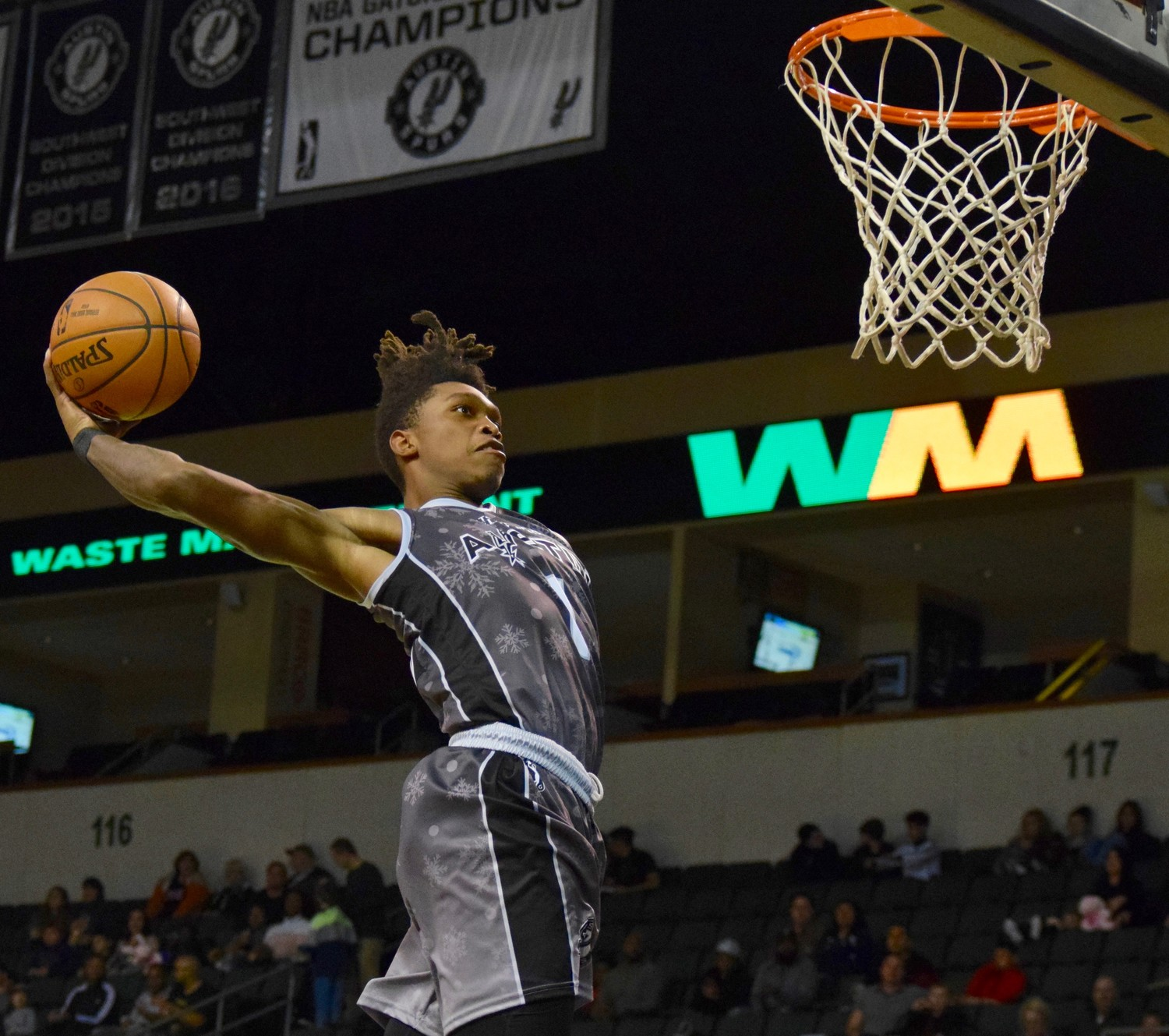 Lonnie Walker IV scored 16 points and the Austin Spurs beat the Iowa Wolves 118-116 on Saturday night.