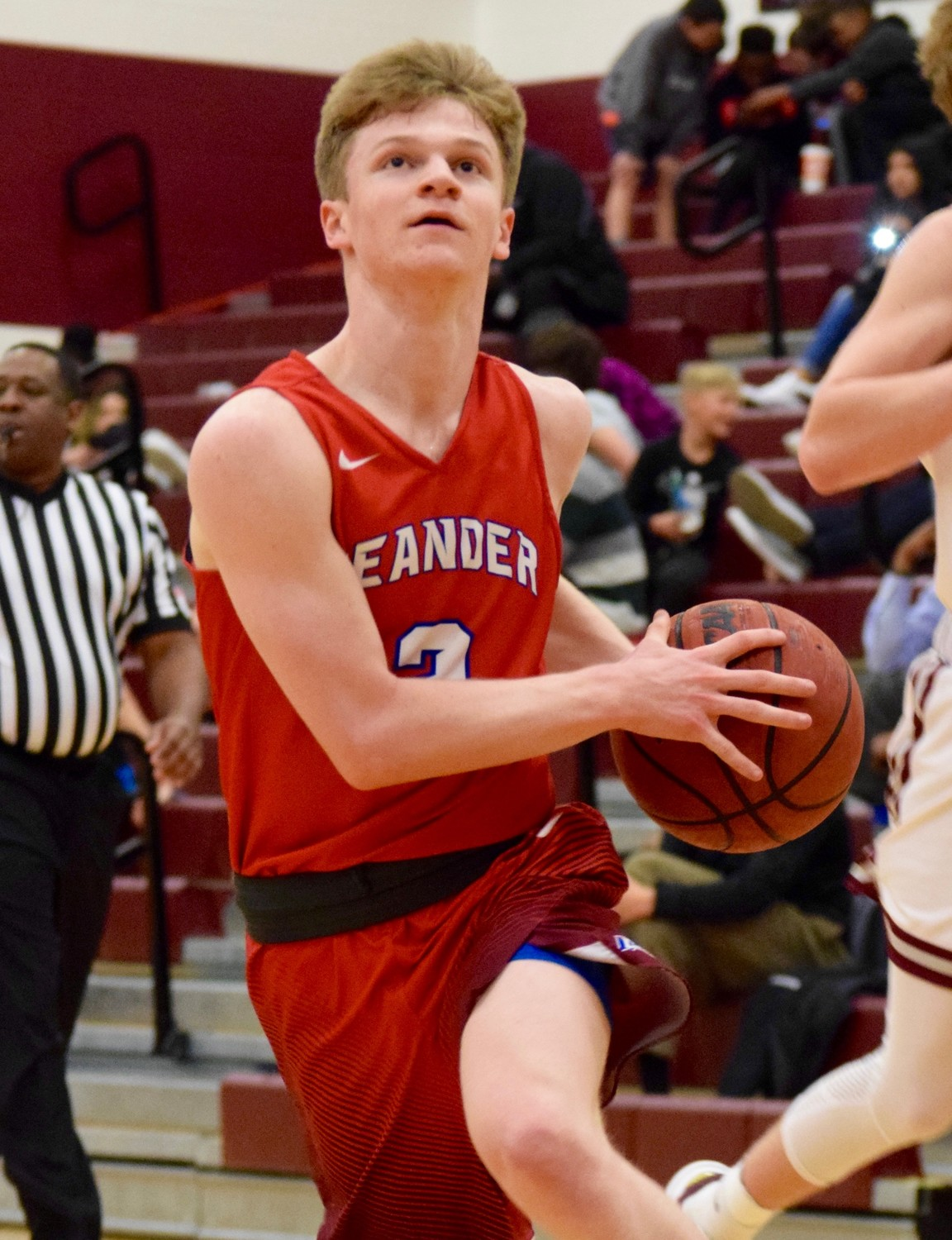 Landon Sisson scored 10 points and Leander beat Round Rock 45-38 on Tuesday night Round Rock High School.