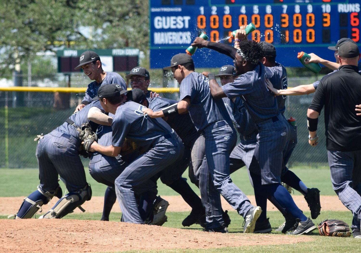 Hendrickson beat Cedar Ridge 6-3 in 10 innings on Saturday to clinch the No. 4 seed in District 13-6A and a spot in the playoffs.