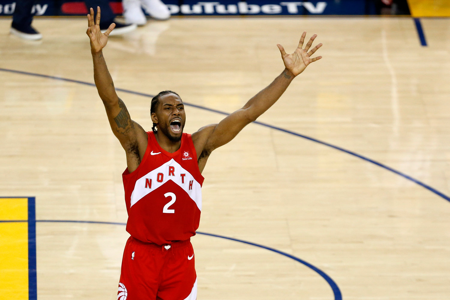 Kawhi Leonard of the Toronto Raptors celebrates his team's 114-110 win against the Golden State Warriors in Game 6 to capture the NBA championship at ORACLE Arena in Oakland, Calif., on Thursday, June 13, 2019. ()