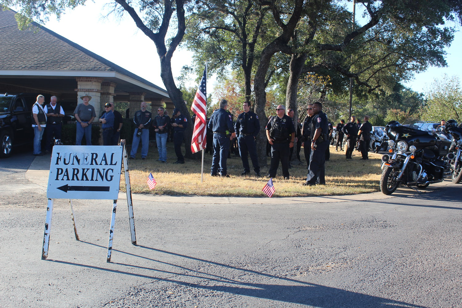 More than 400 Williamson County residents turned out Thursday morning for the funeral service for Leander veteran Mark Lyle Walker, 58, who passed away Aug. 25. The community was invited to the service by the county because he died without any known family members.