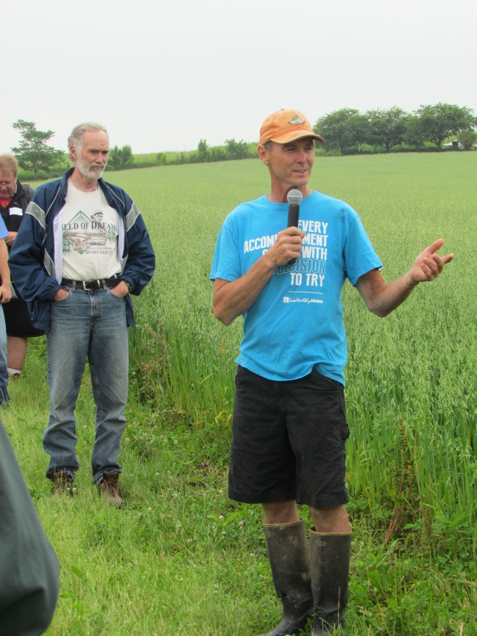 George Schaefer speaks at a 2015 field day.