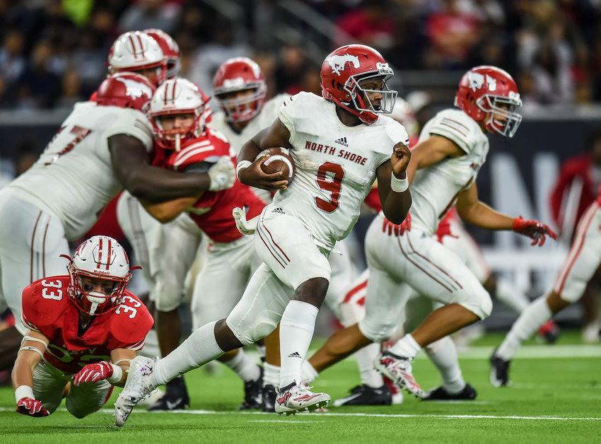 Houston, Tx. Nov. 29, 2019: North Shores QB Dematrius Davis Jr (9) carries the ball during the regional playoff game between Katy Tigers and North Shore at NRG Stadium in Houston. (Photo by Mark Goodman / Katy Times)