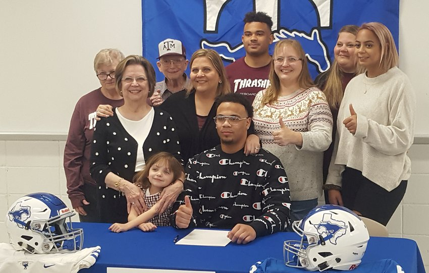 Former Taylor High star defensive end Braedon Mowry poses for a photo with family after signing his national letter of intent to play football at Texas A&M University on Early Signing Day on Dec. 18 at Taylor High.