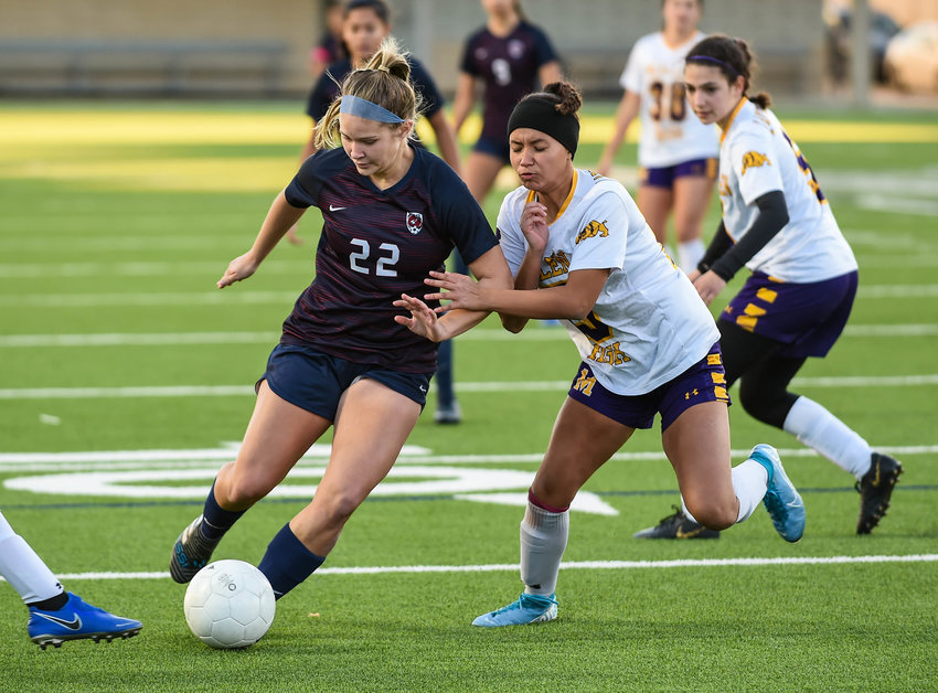 Katy Tx. Jan. 11, 2020: Tompkins Skylar Parker (22) working the ball during the I-10 Soccer Shootout in a match between Tompkins vs McAllen at Legacy Stadium in Katy. (Photo by Mark Goodman / Katy Time)