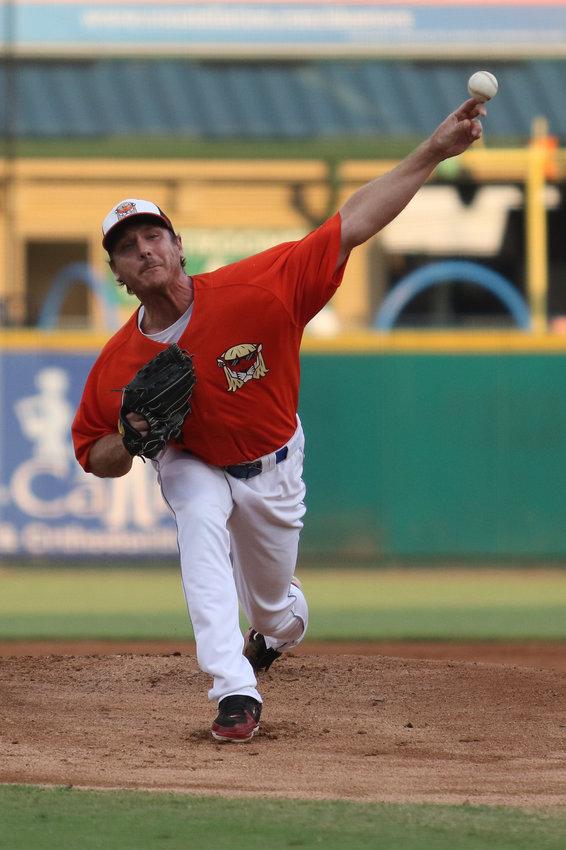 东雷耶斯老虎队投手斯科特·卡兹密尔在为糖地斯基特队投下第一个球季后重返星座球场八年。36岁的卡兹米尔曾是美国职业棒球大联盟的全明星球员,现在他正在星座能源联盟复出。