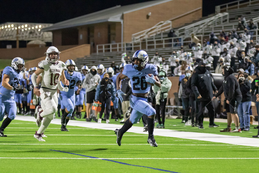 Paetow High senior running back Damon Bankston runs for a touchdown during a game against Deer Park last season at Rhodes Stadium.