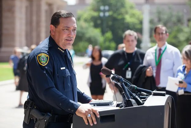 Houston police Chief Art Acevedo will lead a force of nearly 1,400 officers in Miami, compared with Houston's force of more than 5,200 officers. He previously served as chief of police for the city of Austin.