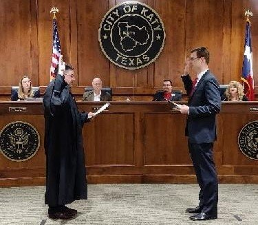 Dan Smith is sworn in at the May 12 special city council meeting held to canvas the May 1 election results. New Councilmember Gina Hicks was sworn in at the same event and Katy Mayor Bill Hastings expressed his appreciation for the service of former councilmembers Jenifer Stockdick and Dusty Thiele at that meeting.