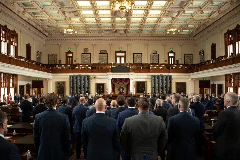 众议院议员在立法会议的最后一天赞扬了众议院议长费伦。成员们庆祝会议的结束,但也承认他们将很快回来,至少一个特别会议。