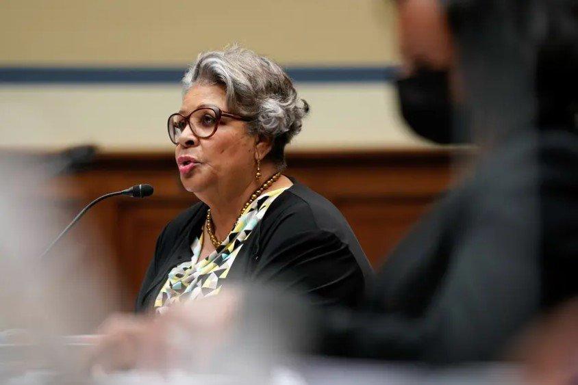 州众议员Senfronia Thompson, D-Houston,在众议院监督和改革小组委员会作证。三名德州众议院民主党人在国会委员会前就他们为阻挠投票限制所做的努力作证。遭到了共和党同僚的激烈抨击。