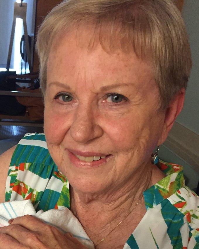Myra Jo Koehn于8月4日因痴呆和帕金森病去世。她留下了一个会非常想念她的充满爱的家庭。她是一个有信仰的女人,并献身于她的家庭和社区。