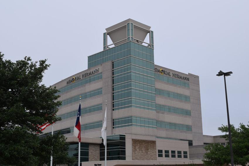 随着病毒的德尔塔变种迅速传播,该州各地医院急诊室的COVID-19病例激增。医院系统以及州和县政府的医疗官员正在鼓励德克萨斯人接种疫苗并重新戴口罩。