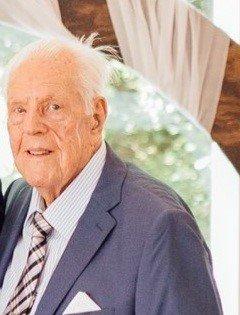 詹姆斯·加德纳·威尔逊是一位二战老兵,也是一位慈爱的父亲、祖父和曾祖父。在他服役期间,他很自豪地把所有13名向他报告的士兵从战争中安全地带回家。他的家人也知道他是一个善良的人,喜欢吃甜食。