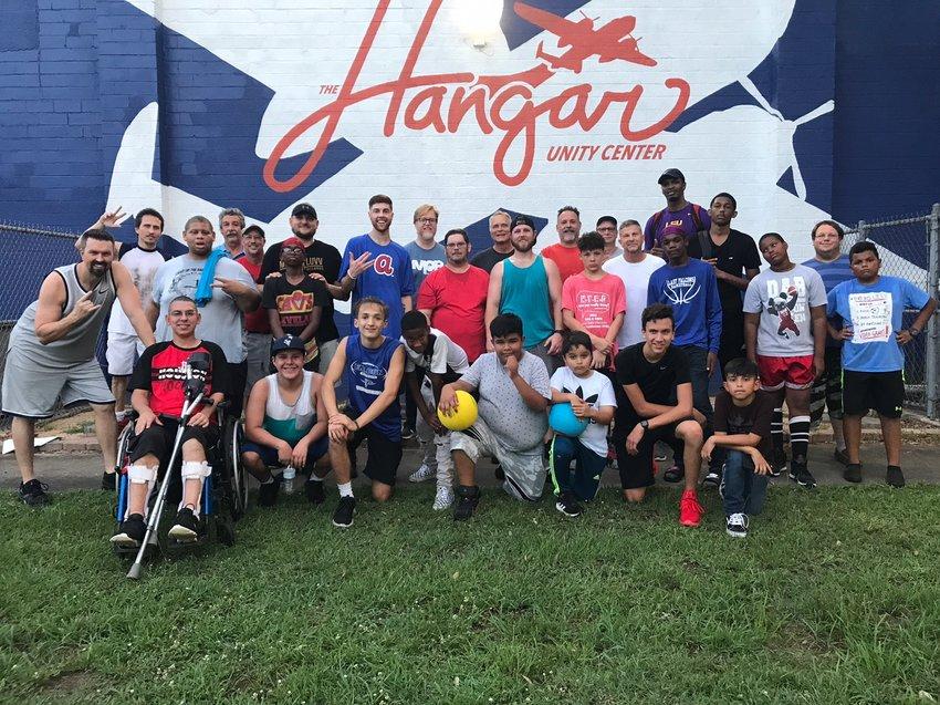布鲁克郡的Hangar Unity社区中心为社区提供各种服务,包括青少年活动、有需要的家庭资源以及南沃勒县居民全年的各种当地活动。
