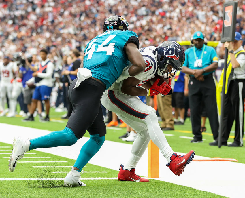 Houston Texans running back David Johnson (31) scores a touchdown on a 7-yard reception during the first half of an NFL game between the Houston Texans and the Jacksonville Jaguars on September 12, 2021 in Houston, Texas.