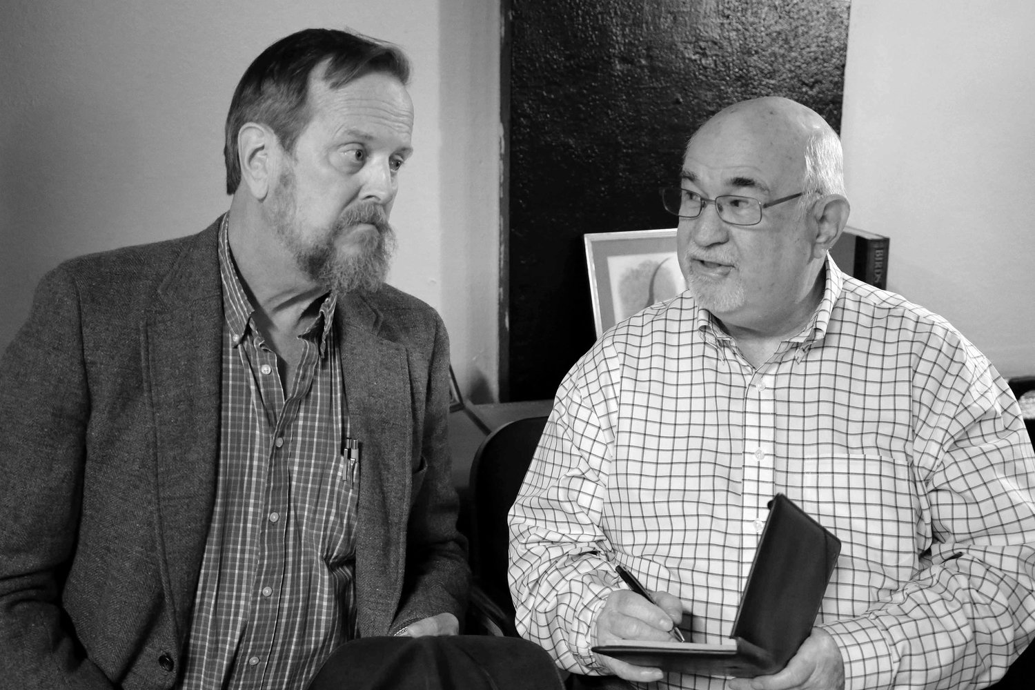 Elwood P. Dowd (Bob Diven) is being analyzed by Dr. Chumley