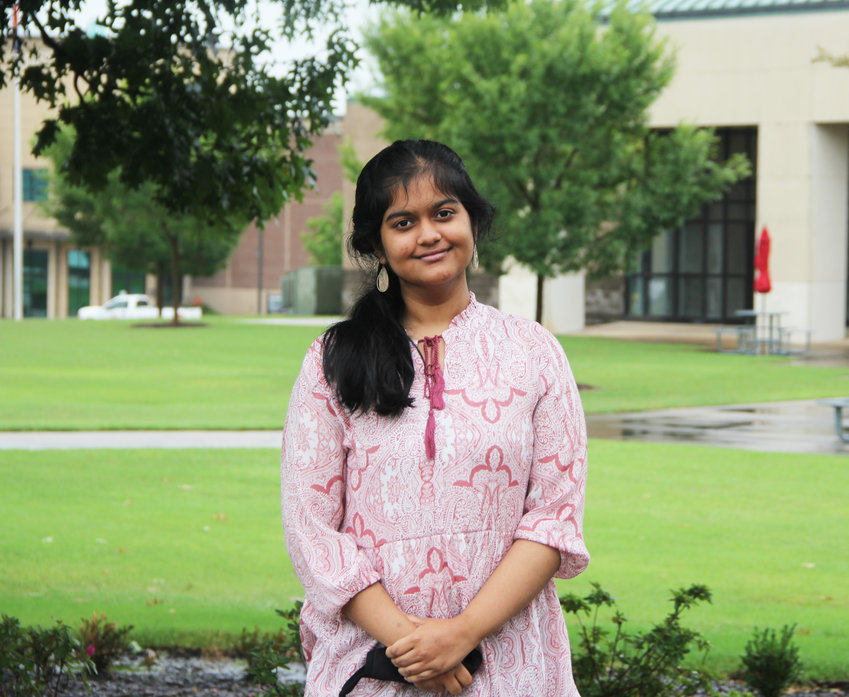 Shreenithi Lakshiminarayanan will graduate from Germantown High School and Holmes Community College in May 2022.