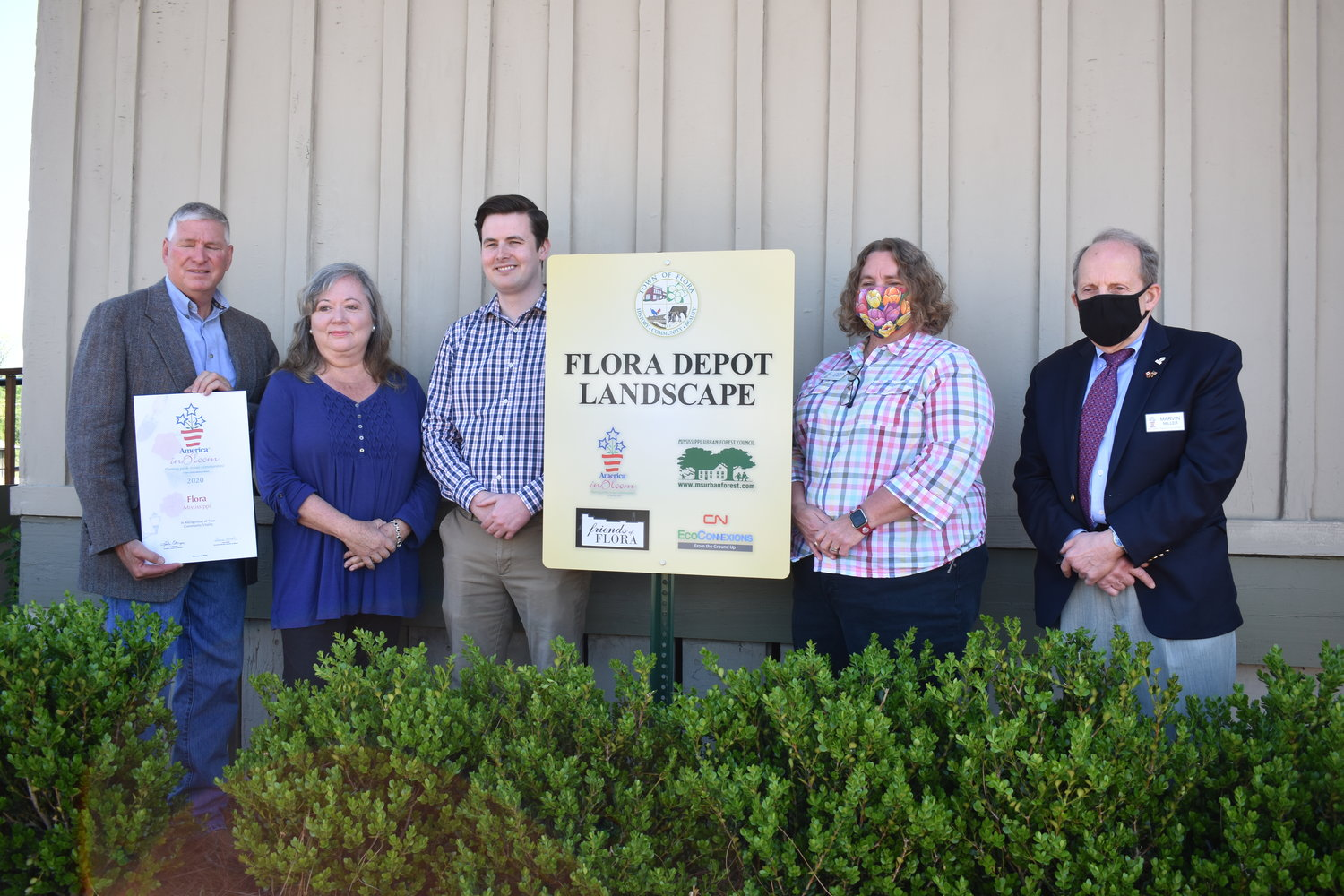 Pictured, left to right, are Mayor Leslie Childress, Donna Yowell, Executive Director Mississippi Urban Forest Council; Nathan Thomas, President of Friends Of Flora; Laura Kunkle, America In Bloom; Marvin Miller, Canadian National Railway.