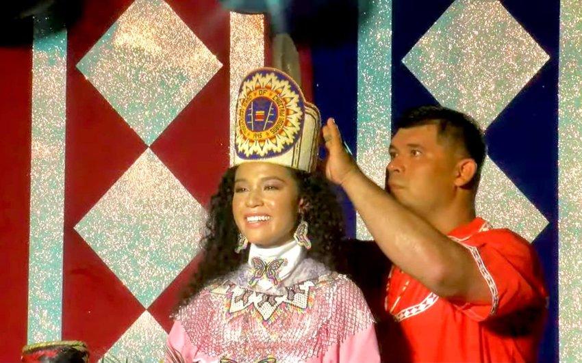 Tribal Chief Cyrus Ben crowns Shemah Ladania Crosby Choctaw Indian princess.