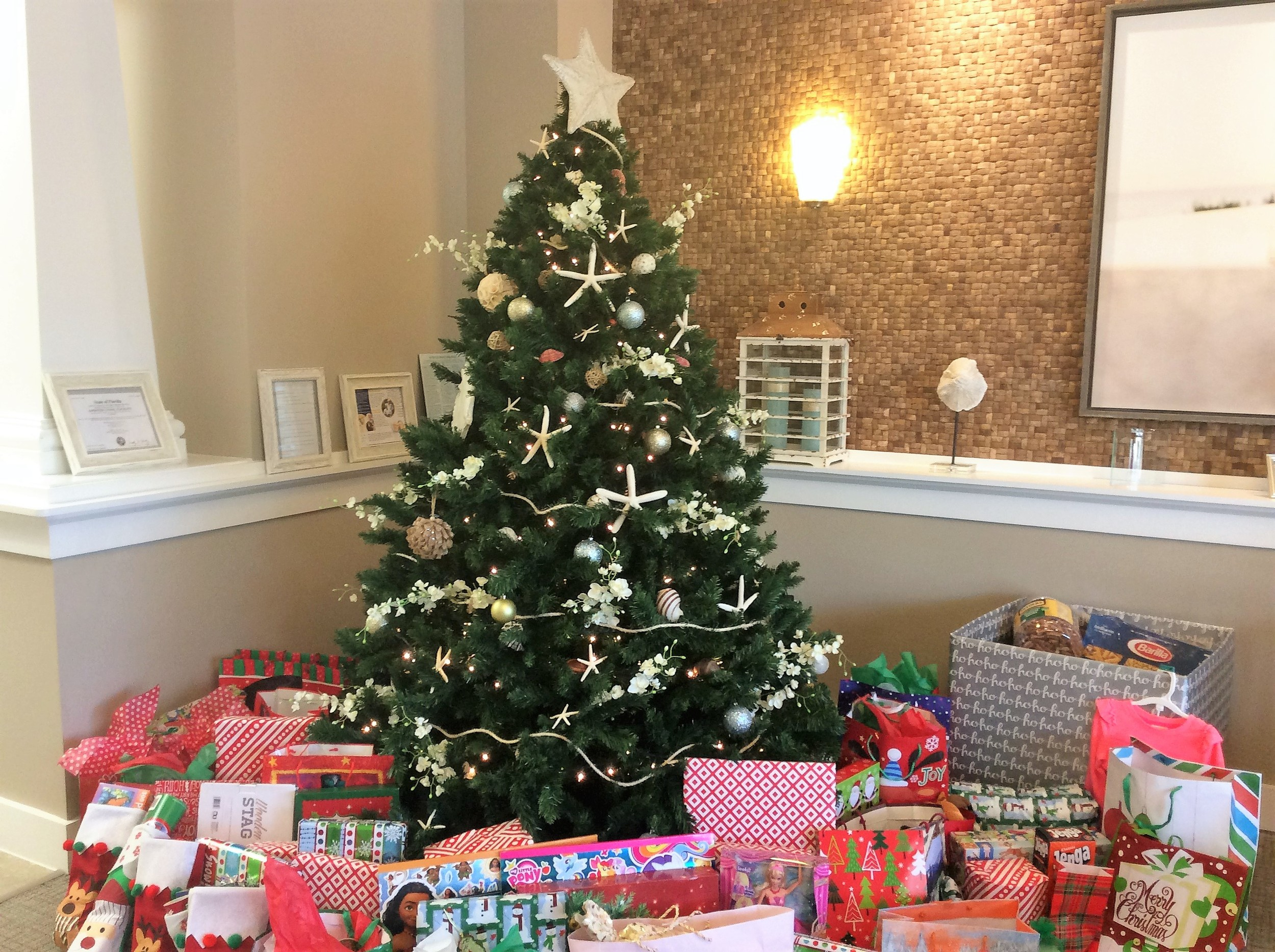 Arbor Terrace \'adopts\' local family in need for Christmas | The ...