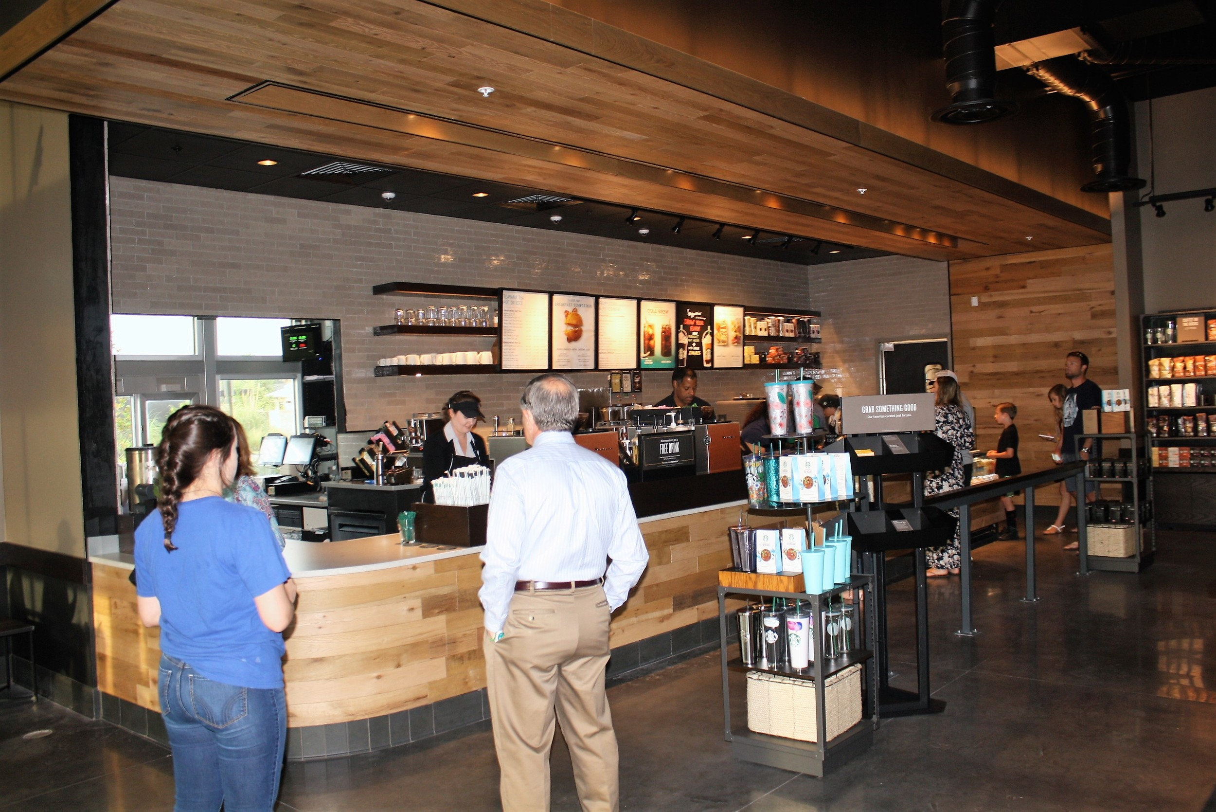 how is dunkin donuts growing its share of customers Dunkin' donuts is well known by generations and loved by a growing number of customers around the world achievements dunkin ' donuts is dedicated to providing delicious food and beverages to its customers and goes to great lengths to ensure only the finest ingredients are used in its recipes — including its espresso beverages.