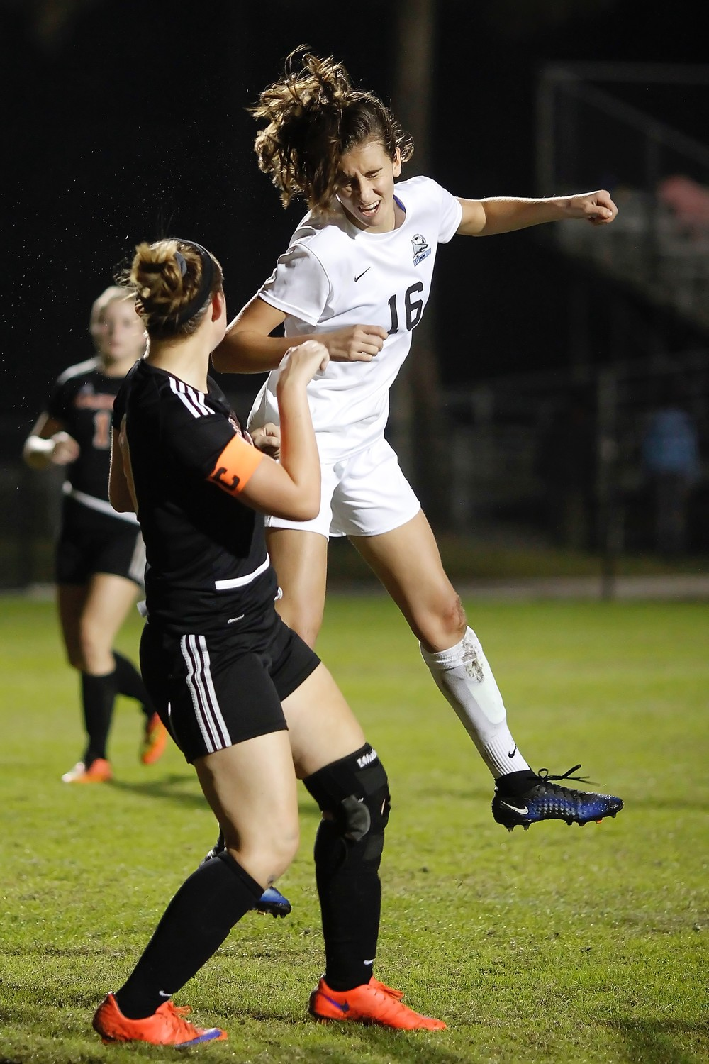 Julia Deal heads Piper Dotsikas' corner kick into the goal.
